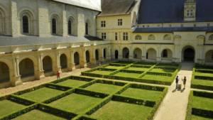 Cloître de l'abbaye royale de Fontevraud près de Chinon